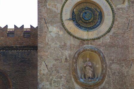 horloge ancienne: Mantoue, Italie, horloge antique