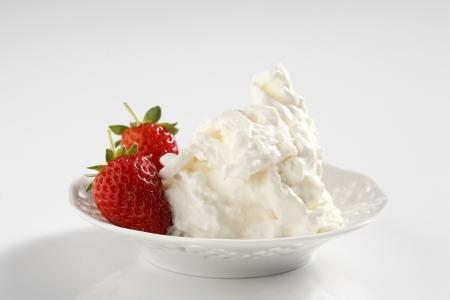 stracciatella: A typical italian cheese stracciatella  with strawberries