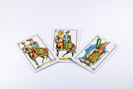 Drie Spaanse speelkaarten geïsoleerd