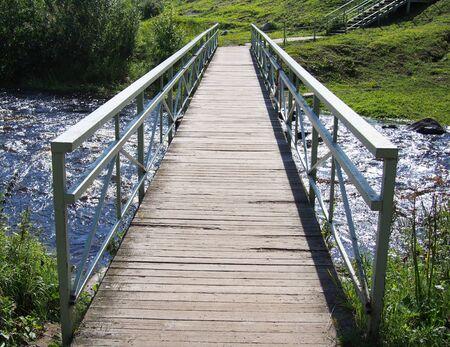 Brücke über den Fluss Standard-Bild - 16058982