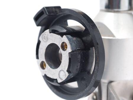 cilindro de gas: conector para el cilindro de gas en un fondo blanco Foto de archivo