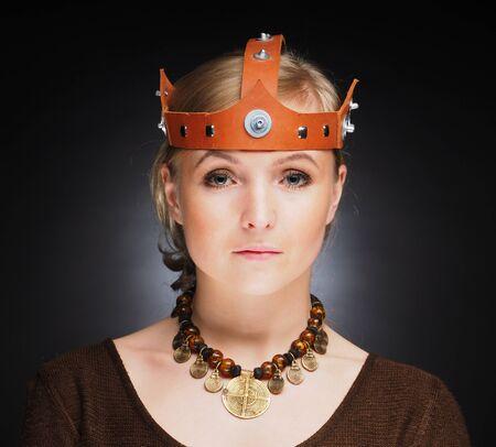 medieval dress: chica en vestido medieval. estudio Foto de archivo