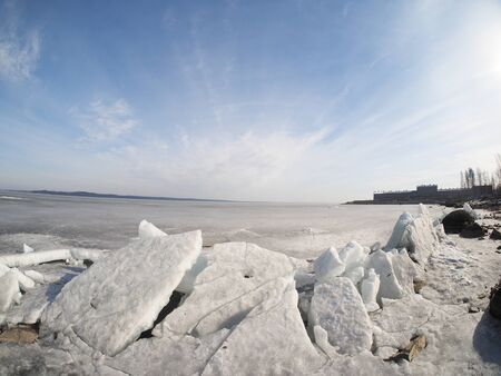 crazing: ice on the lake