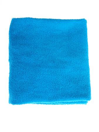toalla: una toalla azul sobre un fondo blanco Foto de archivo