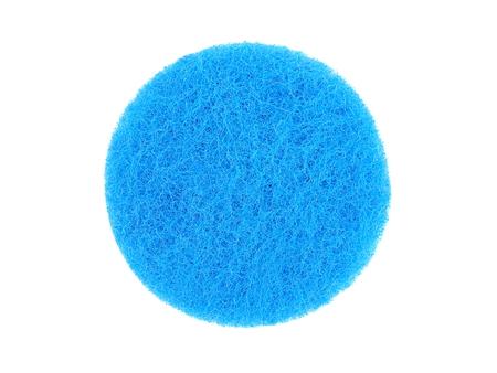 lavar platos: esponja para lavar platos en un fondo blanco