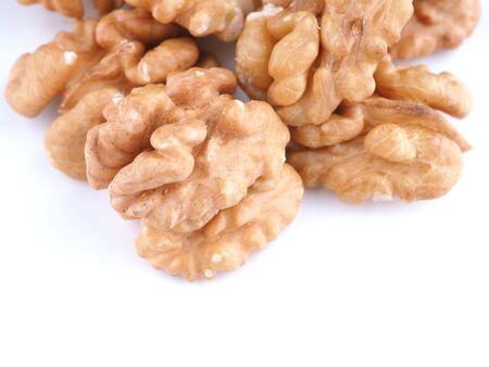 walnoten op een witte achtergrond