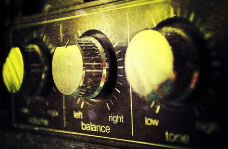 equipo de sonido: Amplificador antiguo grunge