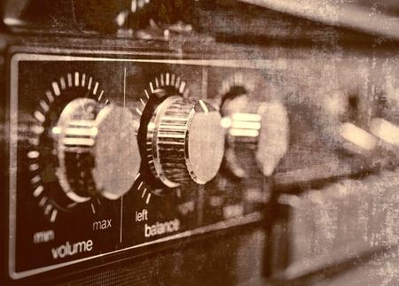 equipo de sonido: Amplificador antiguo, fondo del grunge Foto de archivo