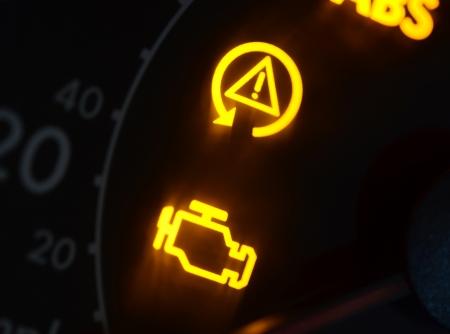 Storing of check engine auto symbolen, dash board close up