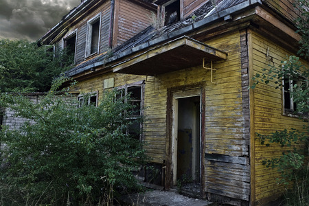 Casa abandonada Foto de archivo - 44389826
