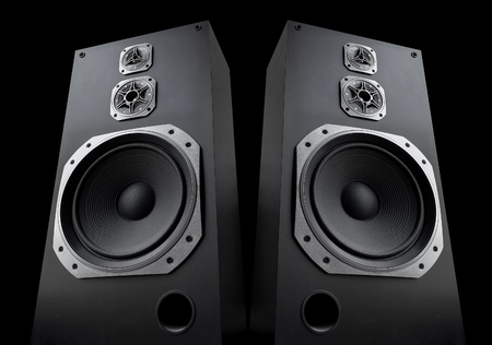 orador: altavoces de audio sobre fondo negro