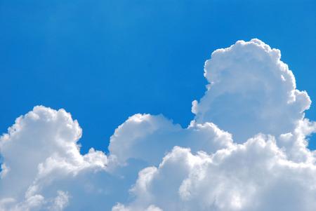 cielos abiertos: Las nubes y el cielo de verano