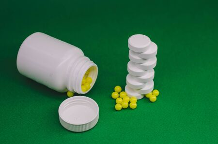 packaging with yellow vitamins and white tablets. Banco de Imagens