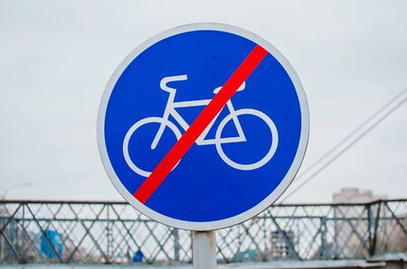 blue sign of the end of the bike path in the city Stockfoto