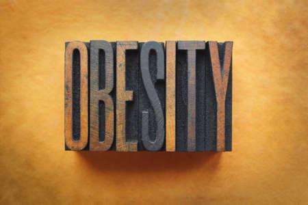 obesidad infantil: La palabra OBESIDAD escrito en tipograf�a tipo vintage. Foto de archivo