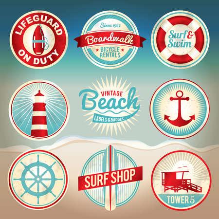 Vintage set van strand labels en badges. EPS-10 beschikbaar met gradiënt maas. EPS-bestand wordt georganiseerd, gegroepeerd en gelaagd voor eenvoudige scheiding van ontwerpen. Stock Illustratie
