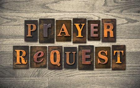 """Les mots «demande de prière"""" écrit en millésime type de typographie en bois."""