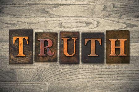The word TRUTH written in vintage wooden letterpress type Stok Fotoğraf