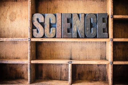 metodo cientifico: La palabra CIENCIA escrito en tipo de tipografía de madera vintage en un tipo cajón de madera.