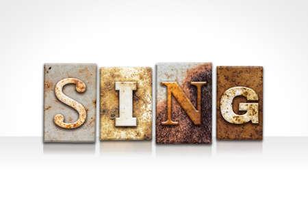 """letras musicales: La palabra """"cantar"""" escrito en oxidado tipo de tipografía de metal aislado en un fondo blanco."""