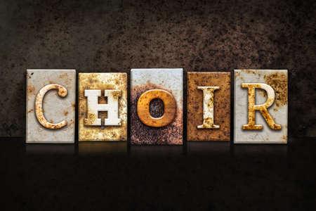 """coro: La palabra """"CORO"""" escrito en el tipo de tipograf�a de metal oxidado en un fondo oscuro con textura grunge."""