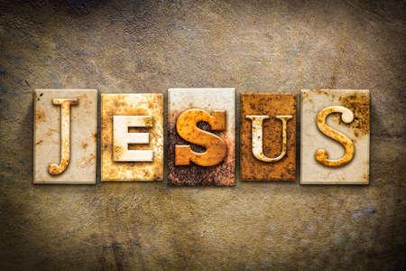 """De naam """"Jezus"""" geschreven in roestig metaal boekdruk type op een oude oude lederen achtergrond. Stockfoto"""