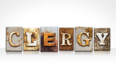 """klerus: Das Wort """"Klerus"""" in rostigen Metall-Buch-Typ auf einem wei�en Hintergrund geschrieben. Lizenzfreie Bilder"""