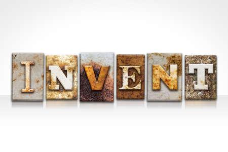"""Het woord """"INVENTE"""" geschreven in roestig die metaal letterzetseltype op een witte achtergrond wordt geïsoleerd."""