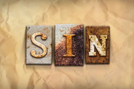 """trasgressione: La parola """"peccato"""", scritto in arrugginito tipo di stampa tipografica di metallo su uno sfondo di carta invecchiato sbriciolato."""