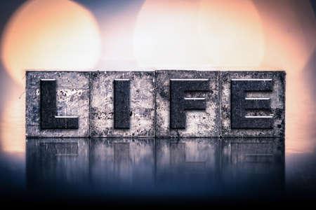 """donacion de organos: La palabra """"vida"""", escrito en tinta tipo de cosecha tipografía manchado."""