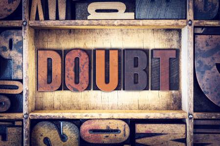 """desconfianza: La palabra """"Doubt"""", escrito en tipograf�a de madera de la vendimia."""