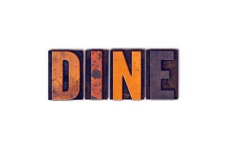 """Het woord """"Dineren"""" geschreven in geïsoleerde vintage houten boekdruk letters op een witte achtergrond. Stockfoto"""