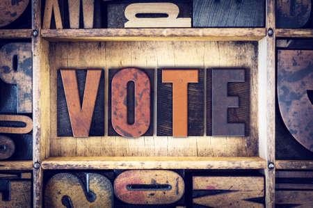 """Słowo """"Vote"""", napisany w zabytkowych drewnianych typu typografii. Zdjęcie Seryjne"""