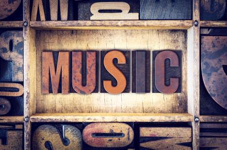 Le mot «musique» écrit en millésime letterpress type bois.