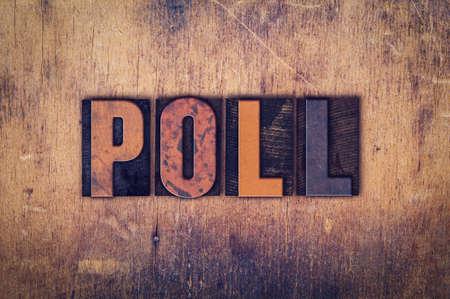 """La parola """"sondaggio"""", scritto in sporco tipo di stampa tipografica d'epoca su un fondo in legno invecchiato."""