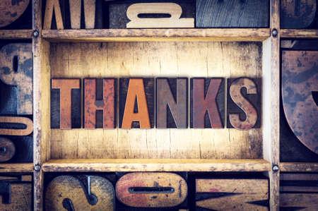 """gratefulness: La palabra """"Gracias"""", escrito en tipograf�a de madera de la vendimia. Foto de archivo"""