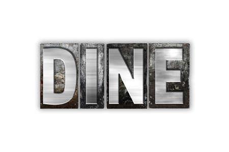 """Het woord """"Dineren"""" geschreven in vintage metalen boekdruk type geïsoleerd op een witte achtergrond."""