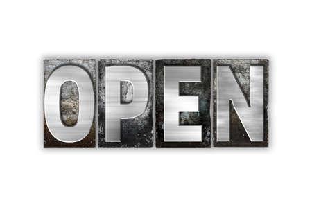 """Het woord """"Open"""" geschreven in vintage metalen boekdruk type geïsoleerd op een witte achtergrond."""