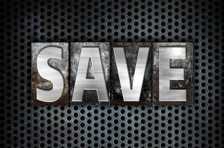 """Het woord """"Save"""" geschreven in vintage metalen boekdruk type op een zwarte industriële raster achtergrond. Stockfoto"""