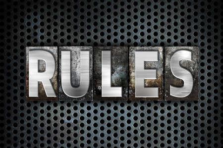 """edicto: La palabra """"Reglas"""" escritos en cosecha de metal tipo de tipografía sobre un fondo negro Red industrial."""