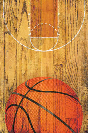Een basketbal en hof schilderde over een vintage hardhouten vloer achtergrond. Stockfoto