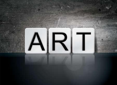 """La palabra """"Arte"""" escrito en azulejos blancos sobre un fondo oscuro grunge vintage. Foto de archivo - 64353403"""