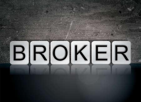 브로커 개념 및 테마 어두운 배경에 흰색 타일에서 작성 된 단어.