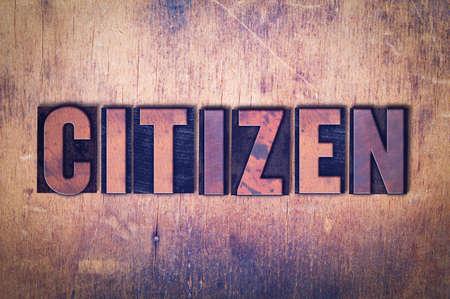 Het woord Citizen concept en thema geschreven in vintage houten letterpress type op een grunge achtergrond.