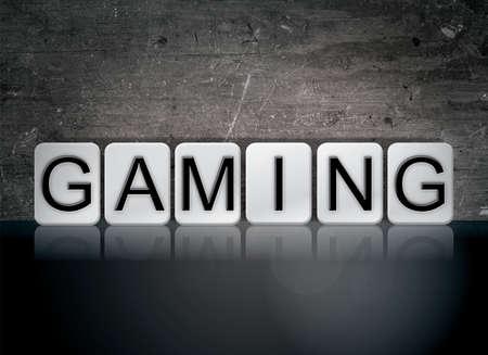 단어 게임 개념 및 어두운 배경에 흰색 타일에서 작성 된 단어.