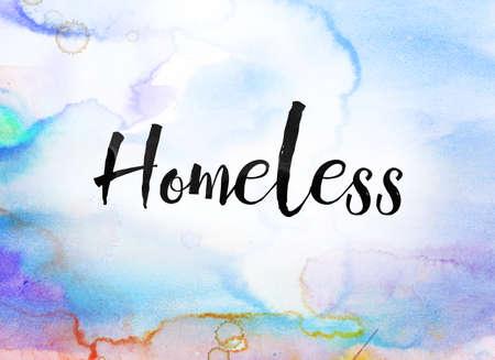 Het woord dakloze concept en thema geschreven in zwarte inkt op een kleurrijke geschilderde aquarel achtergrond.