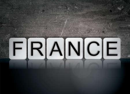 단어 프랑스 개념 및 어두운 배경에 흰색 타일에서 작성 된 테마. 스톡 콘텐츠
