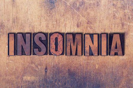 Het woord Slapeloosheid concept en thema geschreven in vintage houten boekdruk type op een grunge achtergrond.