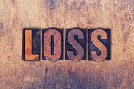 単語の損失の概念とグランジ背景にヴィンテージの木製活版型で書かれたテーマ。 写真素材