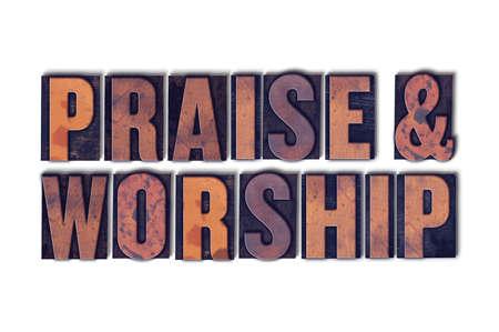 Les mots Praise & Worship concept et thème écrits en caractères typographiques en bois vintage sur un fond blanc.